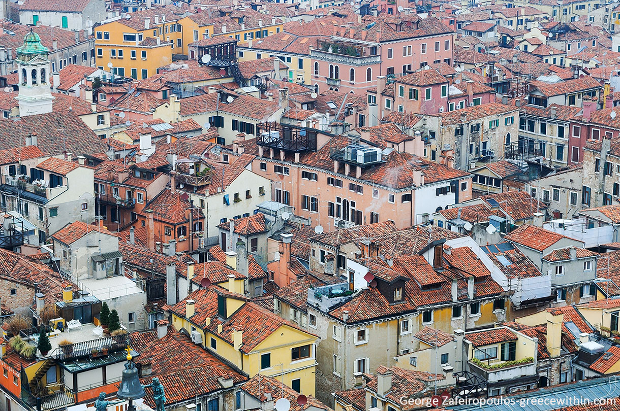 The houses in Venice are very close to each other. When you see the city from above you feel like you are transported to the past.